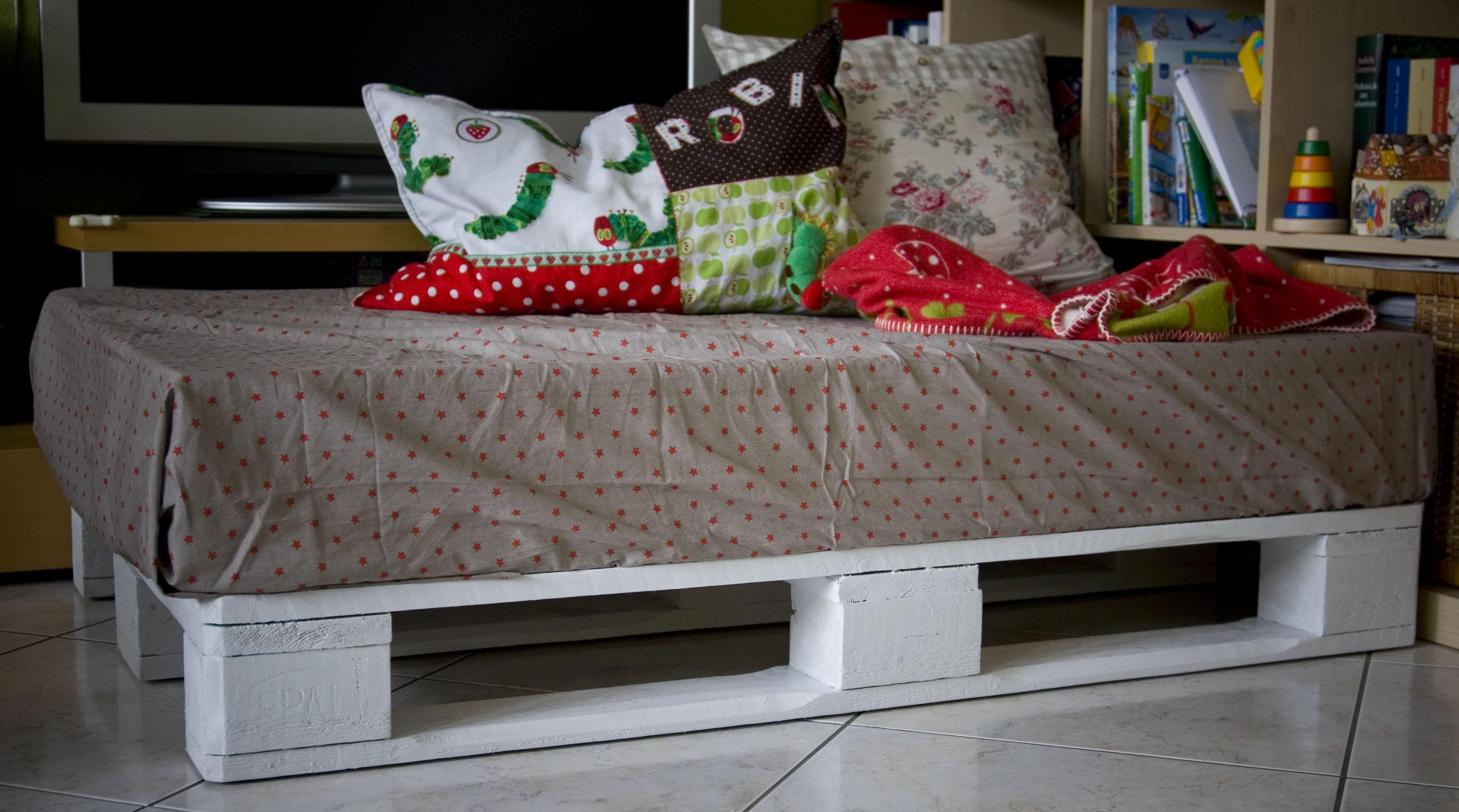kuschelecke kinderzimmer selber bauen die neuesten innenarchitekturideen. Black Bedroom Furniture Sets. Home Design Ideas